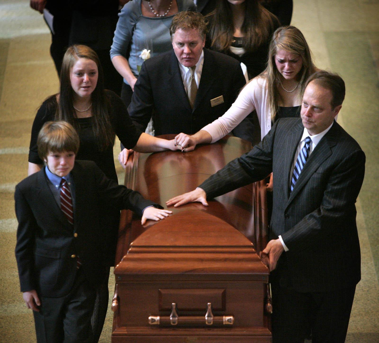 Le respect dû aux morts se perd au Québec et ailleurs dans le monde... Madison-Kiefer-Funeral