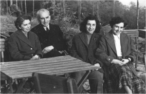 Suzy Fono, her parents, and sister.