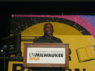 LeVar Burton Talks Evolution of Storytelling at UW-Milwaukee