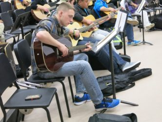 Milwaukee Veterans Are Soothed With Strums