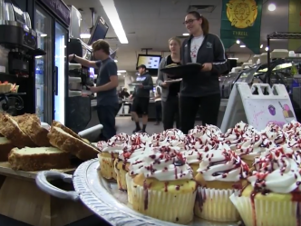UW-Milwaukee's Dorm Cafeteria Hosts Game of Thrones-Themed Dinner (Video)