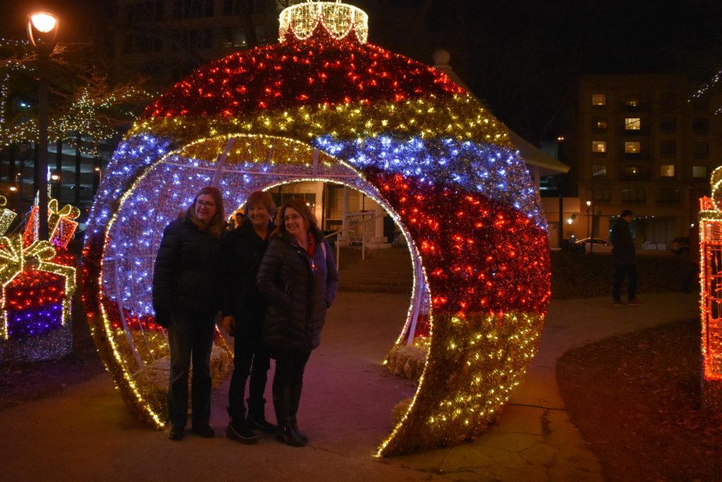 Christmas Lights Milwaukee.Milwaukee Christmas Lights And Desserts Tour Strolls Through